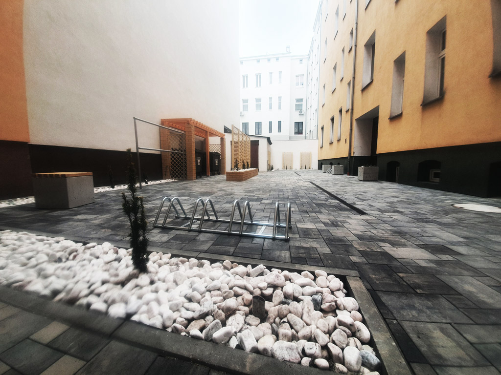 Zielone podwórko przyul. Swarożyca 14 w Szczecinie