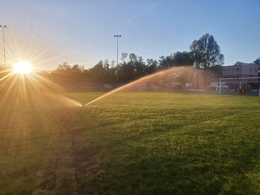 Budowa systemu nawadniania na boisku sportowym w Pile