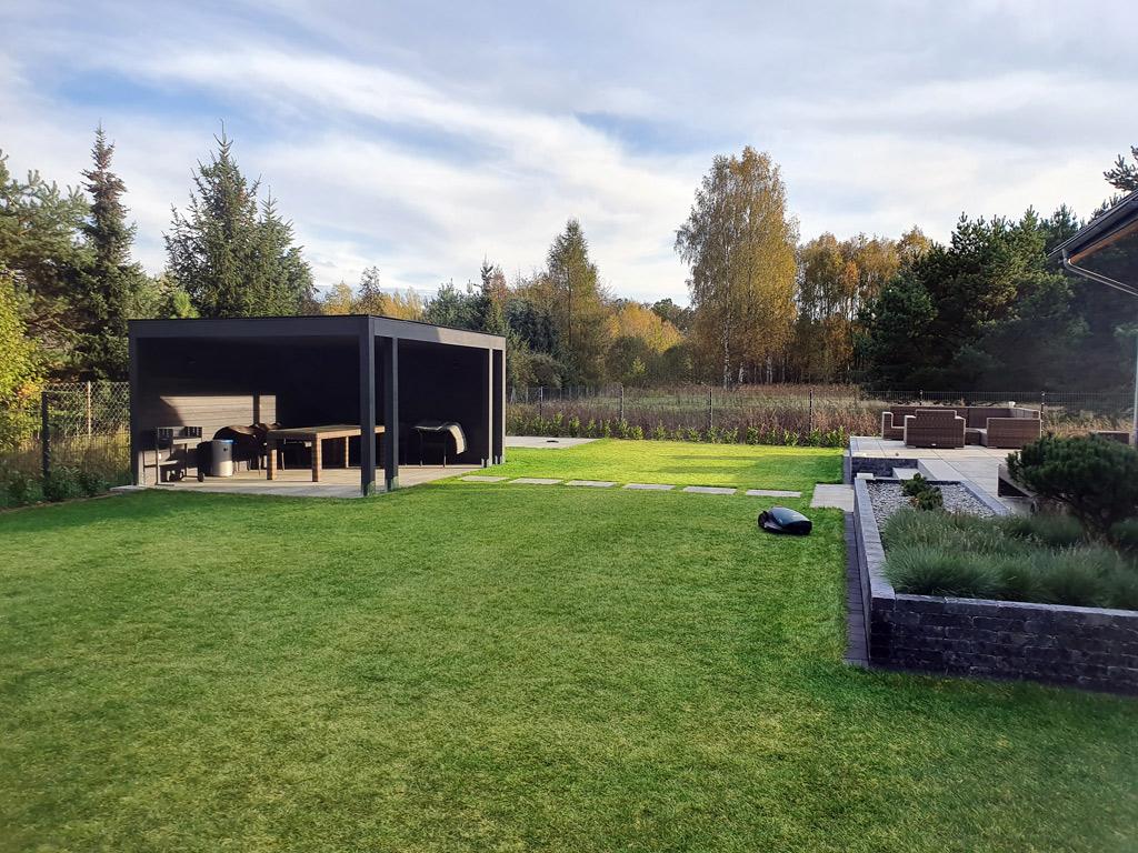 Ogród minimalistyczny. owoczesna altana ogrodowa.